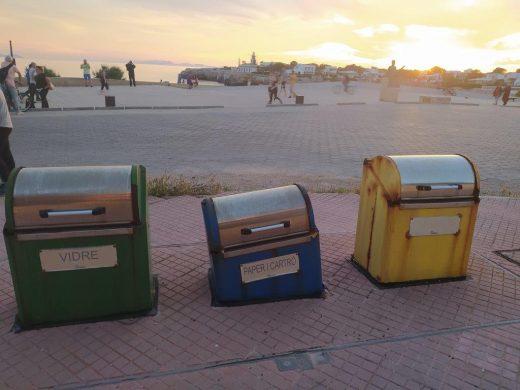 (Fotos) Ciudadanos denuncia la suciedad en Ciutadella