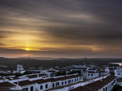 """(Fotos) El doble sol o """"parhelio"""" sobre el cielo de Menorca"""