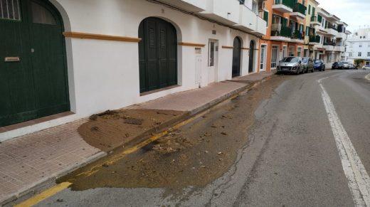 Imagen publicada por el Ayuntamiento de Es Castell sobre el derrame de aguas fecales