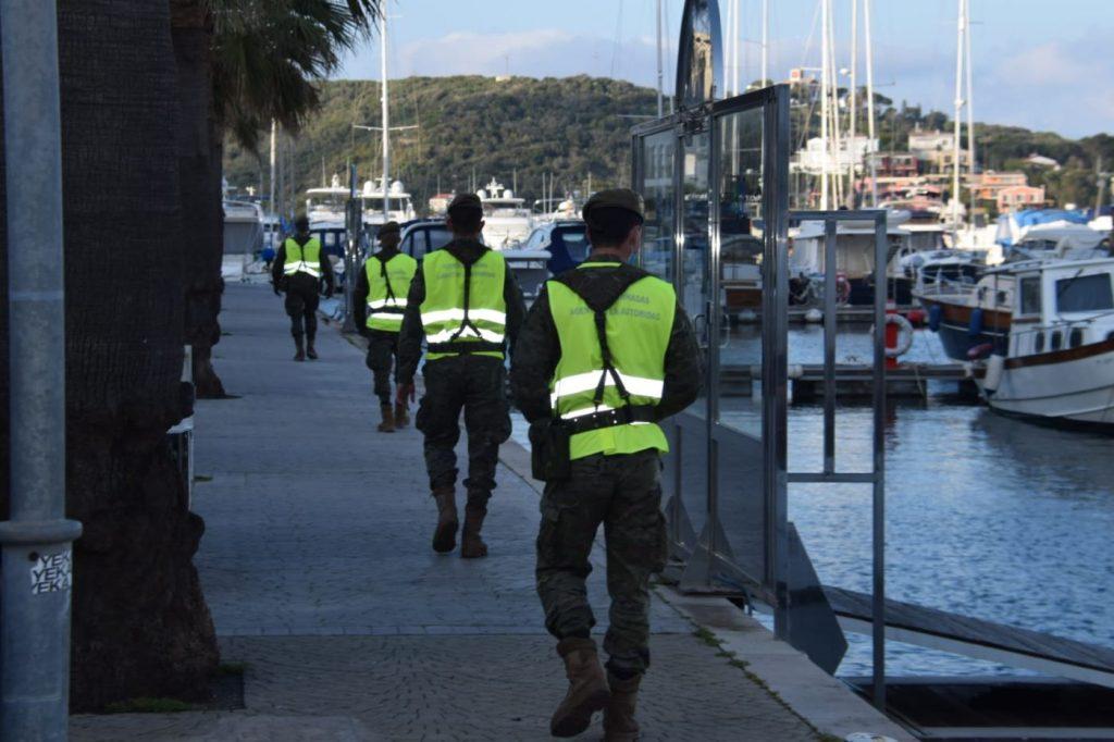Efectivos del Ejército en el puerto de Maó