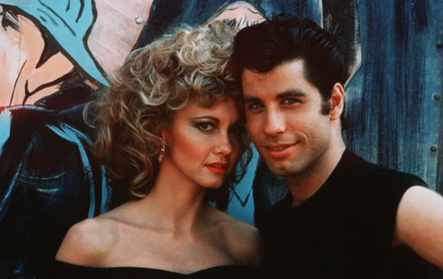 Olivia Newton-John y John Travolta, en la película.