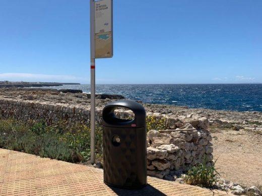Ciutadella sustituye 74 papeleras en el litoral