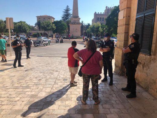 (Fotos) La Policía Local toma Es Born de Ciutadella