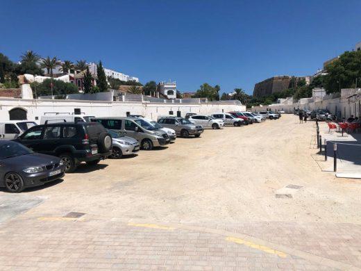 (Fotos) Solitarios escenarios festivos de Sant Joan en Ciutadella