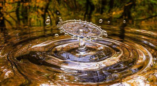 Más agua.