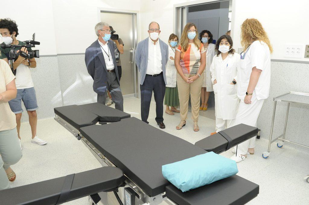 La consellera Patricia Gómez, en una visita al Hospital (Foto: Tolo Mercadal).