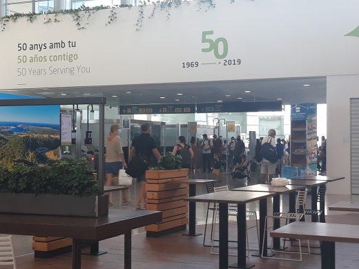 (Fotos) Vuelos a París o Lisboa y cafeterías abiertas: el aeropuerto recupera el pulso