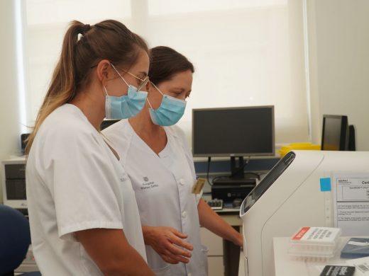 El Laboratorio del Hospital Mateu Orfila cuenta con equipamiento de última generación