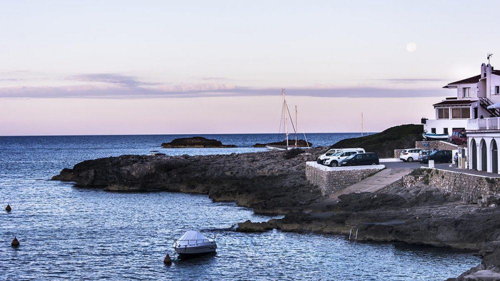 Amanecer en Menorca este lunes. Cala Torret (Foto: Mikel Llambías)