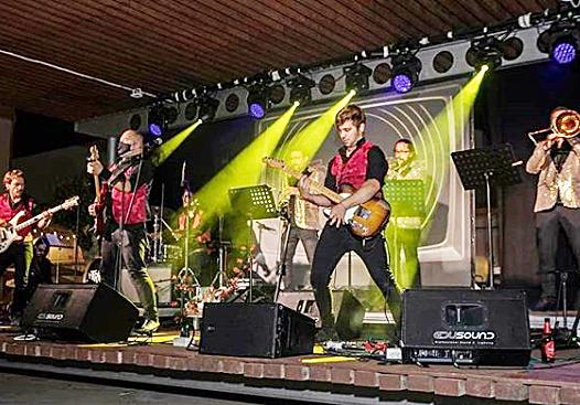Actuación de The Trikinis (Fotos: Ajuntament d'Es Mercadal)