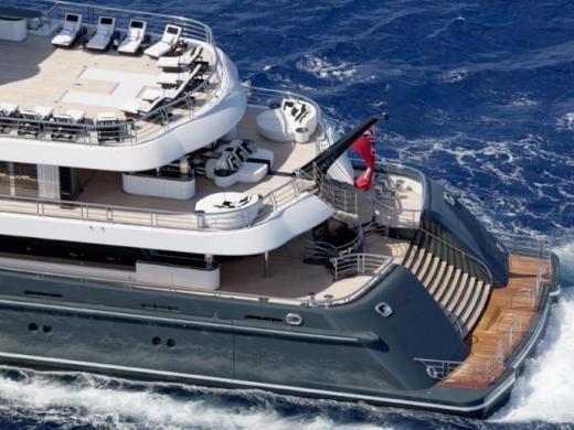 """(Fotos) """"Phoenix II"""": un megayate de 160 millones que navega por Menorca"""