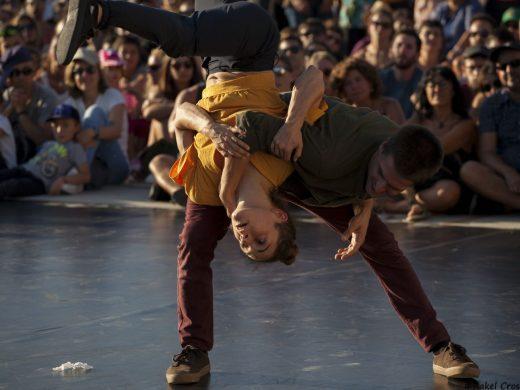 (Fotos y vídeos) Danza para la noche de Cala Torret