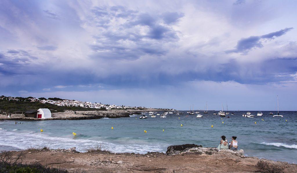 Atardecer en la playa de Binibeca tras la tormenta (Foto: Mikel Llambías)