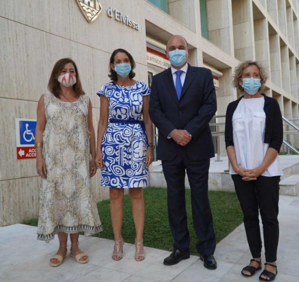 La Ministra Reyes Mai¡orto en su visita a Ibiza este lunes