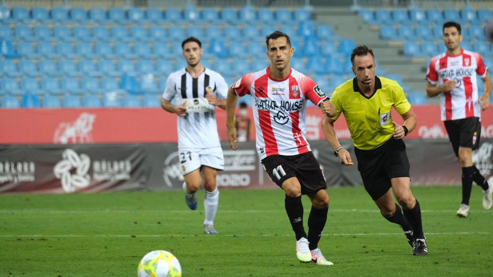 Rubén, con el número 11, durante el partido (Fotos: UD Logroñés)