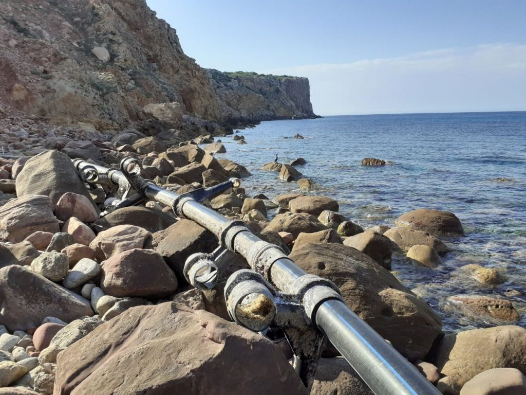 Imagen de las tuberías que han sido retiradas del litoral de Menorca