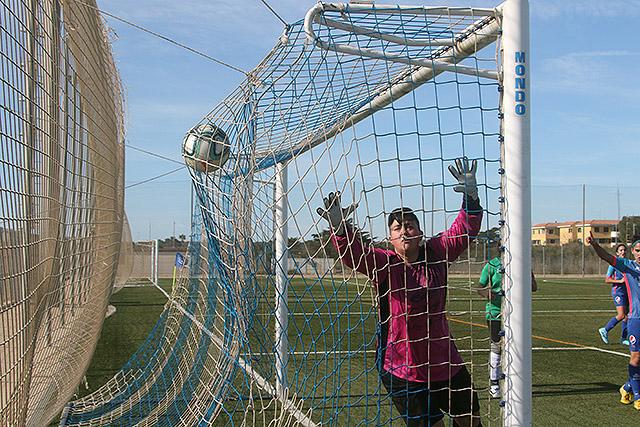 Gol del Sporting de Mahón femenino.