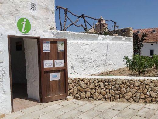 El molino de Santa Creu acoge la Oficina de Turismo de Es Castell