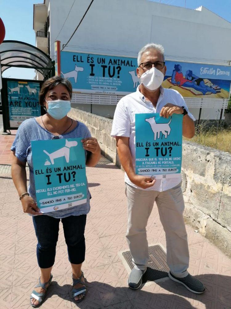 La alcaldesa, Carol Marqués, y el concejal, Joan Pons, presentando la campaña
