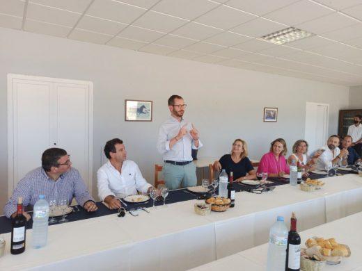 (Fotos) Javier Maroto pide un tipo superreducido del IVA turístico en su visita a Menorca