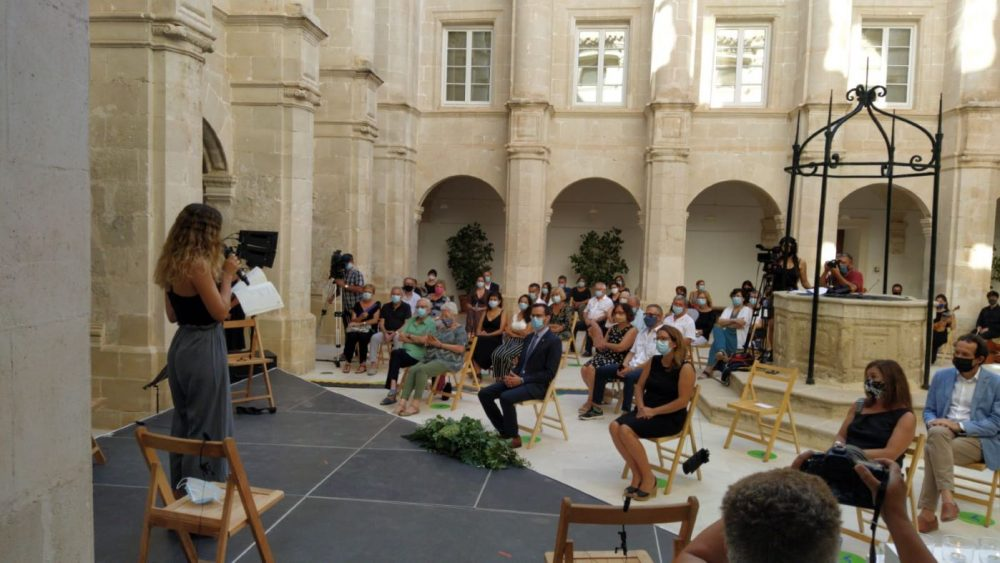 El acto se celebra en el Claustre de Sant Francesc (Foto: J.R.)