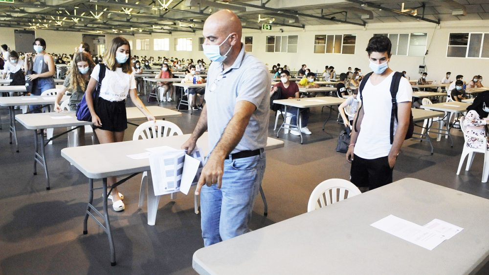 Alumnos buscando su asiento (Fotos: Tolo Mercadal)