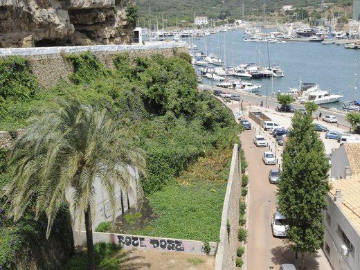 Las obras por los vertidos junto a la Casa del Mar de Maó están a punto de empezar