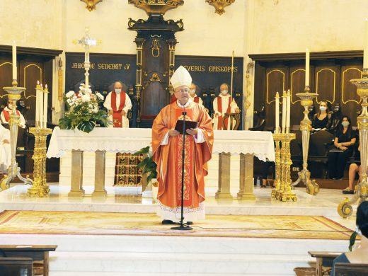 (Fotos) Misa por las víctimas de la Covid-19 en la catedral de Menorca