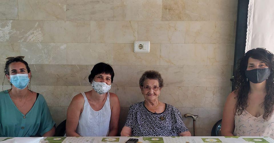 Concepció Villalonga Mercadal, junto a Joana Gomila y las regidoras del Ajuntament (Foto: Ajuntament de Ciutadella)