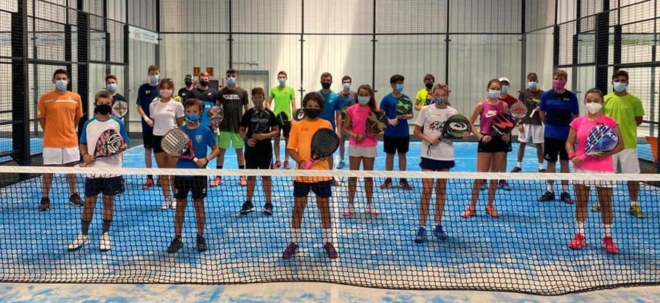 Imagen de los participantes en la jornada (Foto: Federació de Pàdel de les Illes Balears)