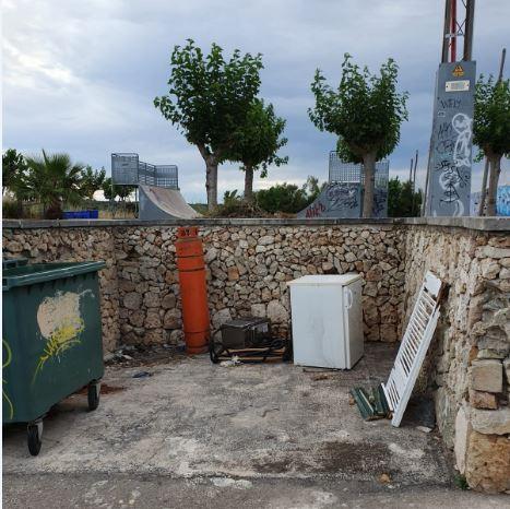 Imagen de una zona donde se dejan residuos de forma ilegal (Aj. Alaior)