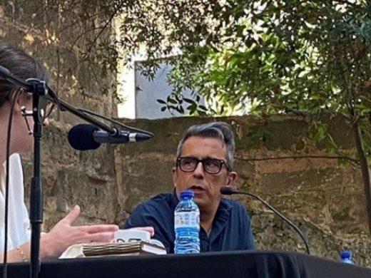 """(Fotos)Buenafuente llena Can Saura para explicar que """"Reír es la única salida"""""""