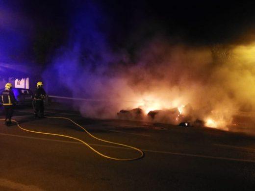 Más contenedores de residuos incendiados en Ciutadella