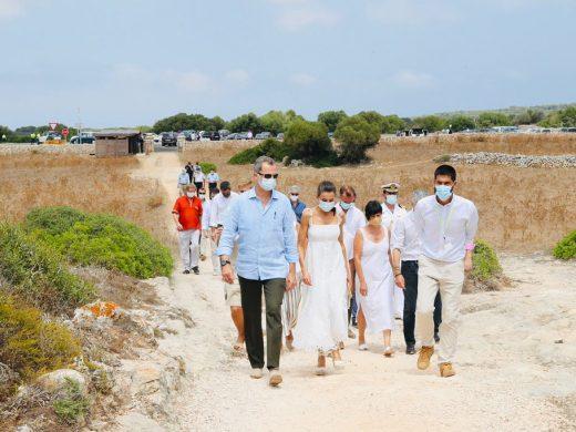 (Fotos) Felipe VI y la reina Letizia en la Naveta des Tudons