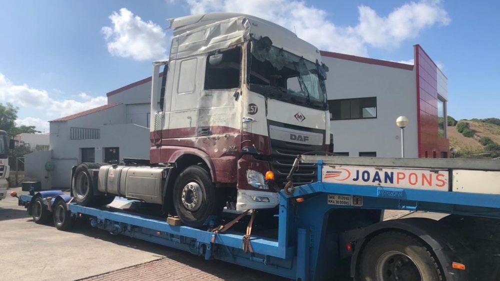 Así ha quedado el camión tras el accidente (Fotos y vídeo: Tolo Mercadal)