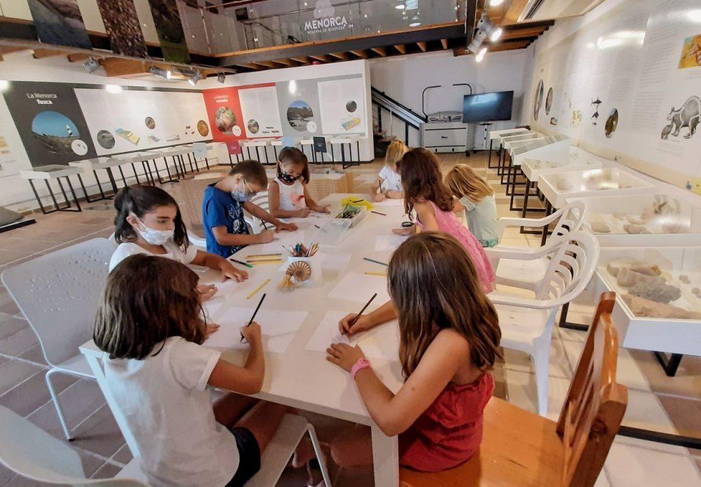 Las actividades se realizan en la sede del Centro de Geología