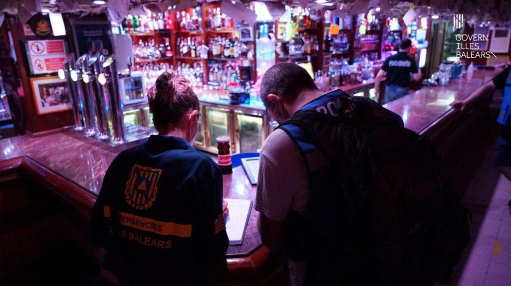 """Los establecimientos no podrán """"vender alcohol sin comida para evitar que las calles se conviertan en la continuidad de las terrazas"""""""