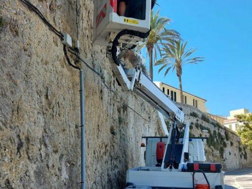 (Fotos) Maó renueva 24 puntos de luz en la Costa d'en Reynés