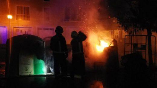 Contenedores quemados en Ciutadella (Foto: Policía Local de Ciutadella).