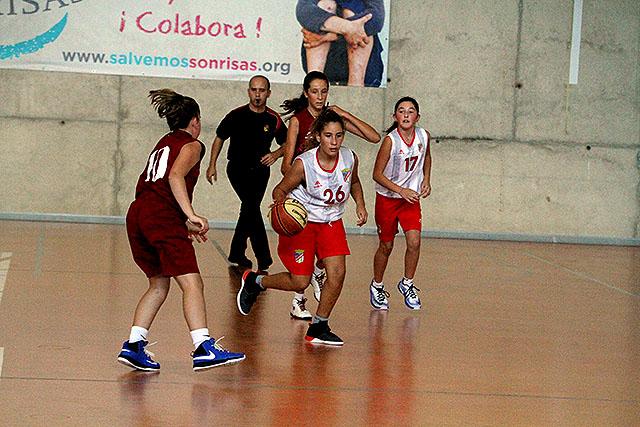 Partido de baloncesto de categorías inferiores (Foto: deportesmenorca.com)