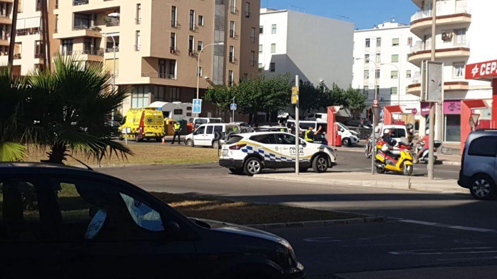 La Policía Local ha tenido que regular el tráfico en la zona
