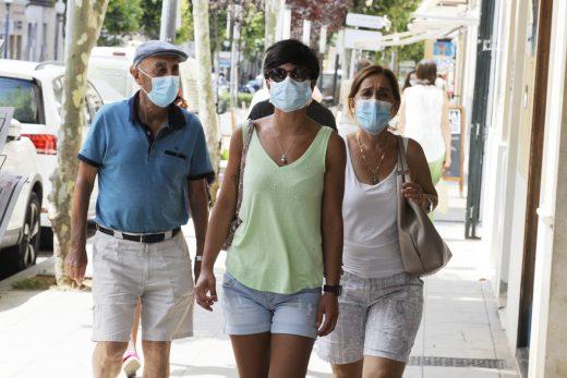 La previsión es que en el mes de julio podamos pasear sin mascarilla en exteriores (Foto:Menorca@ldia)