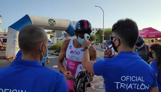 Joan Wager y Olga Alzina se imponen en la triatlón Sprint de sa Platja Gran