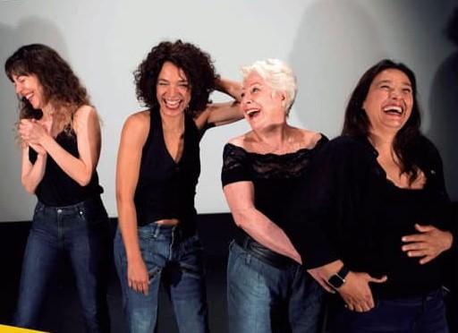 Cuatro reinas en el escenario.