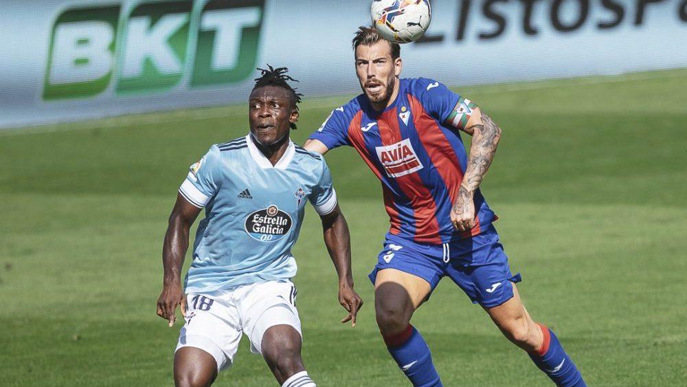 Sergi Enrich disputa un balón (Fotos: SD Eibar y La Liga)