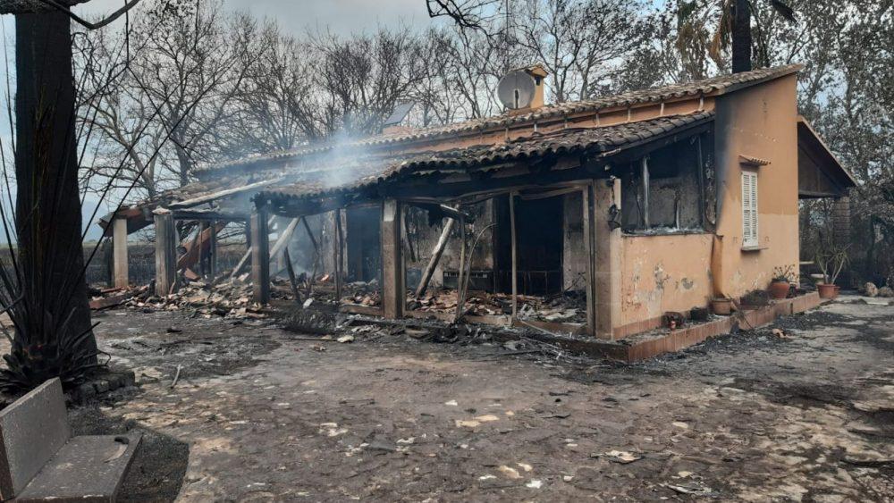 Hasta tres viviendas han quedado calcinadas (Fotos: 112)
