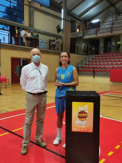 Júlia Batalla, tras recibir el premio (Foto: FBIB)