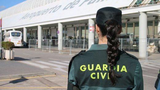 Guardia Civil en el aeropuerto de Palma.