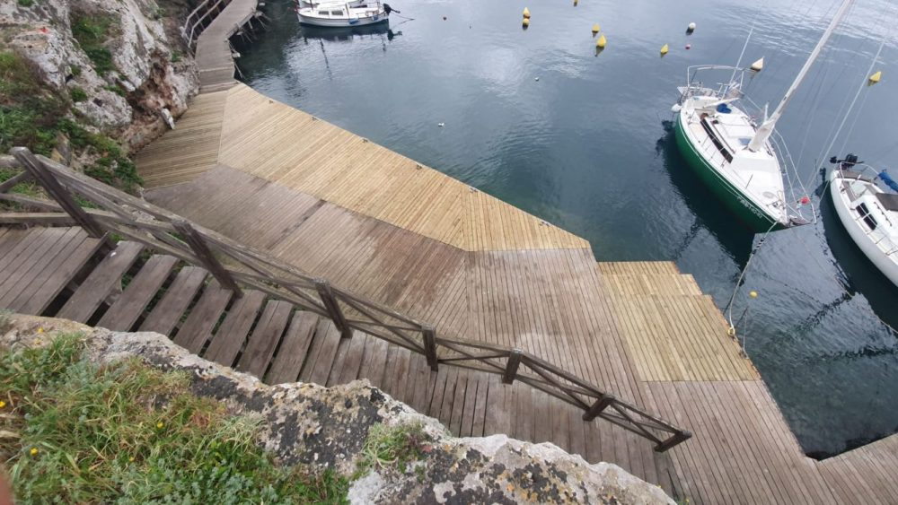 Detalle de las obras en la pasarela (Fotos: Autoritat Portuària)