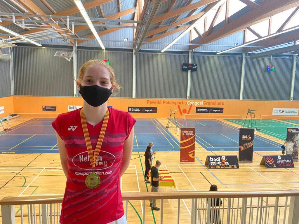 Laura Anglada, con la medalla en Granollers.